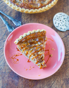 caramel-apple-crumble-pie